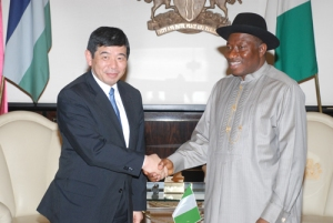 Secretary General Mikuriya during a courtesy visit paid to the President of the Republic of Nigeria, Mr. Goodluck Jonathan (WCO)