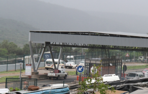 Lebombo border post has been closed until further notice Friday17 April 2015 after an unruly mob barricaded the N4 near Ressano Garcia, targeting trucks with South African registration numbers [Picture: Sowetan]